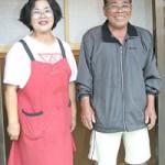 「にぎやかな民宿になれば」と笑顔を見せる重男さんと恵子さん夫妻