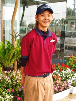 新里健(たけし)さん(22歳) 大米給油所