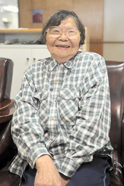 砂川 ヤス子さん(87歳)(城辺字砂川)