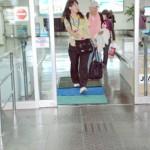 口蹄疫の侵入防止のため設置された消毒マット=7日、宮古空港