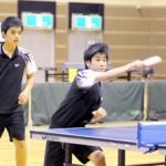 男女計48人が出場して熱戦を繰り広げた宮古毎日新聞杯中学生卓球=8日、宮古島市総合体育館