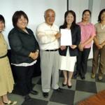 平良のみなと女性フォーラムのメンバーが平良港の課題に対する3項目の提言を下地市長に行った=24日、市役所平良庁舎